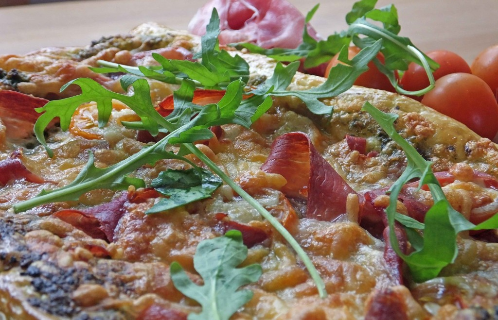 Parma ham and pesto puff pastry tart - Pikalily Food Blog