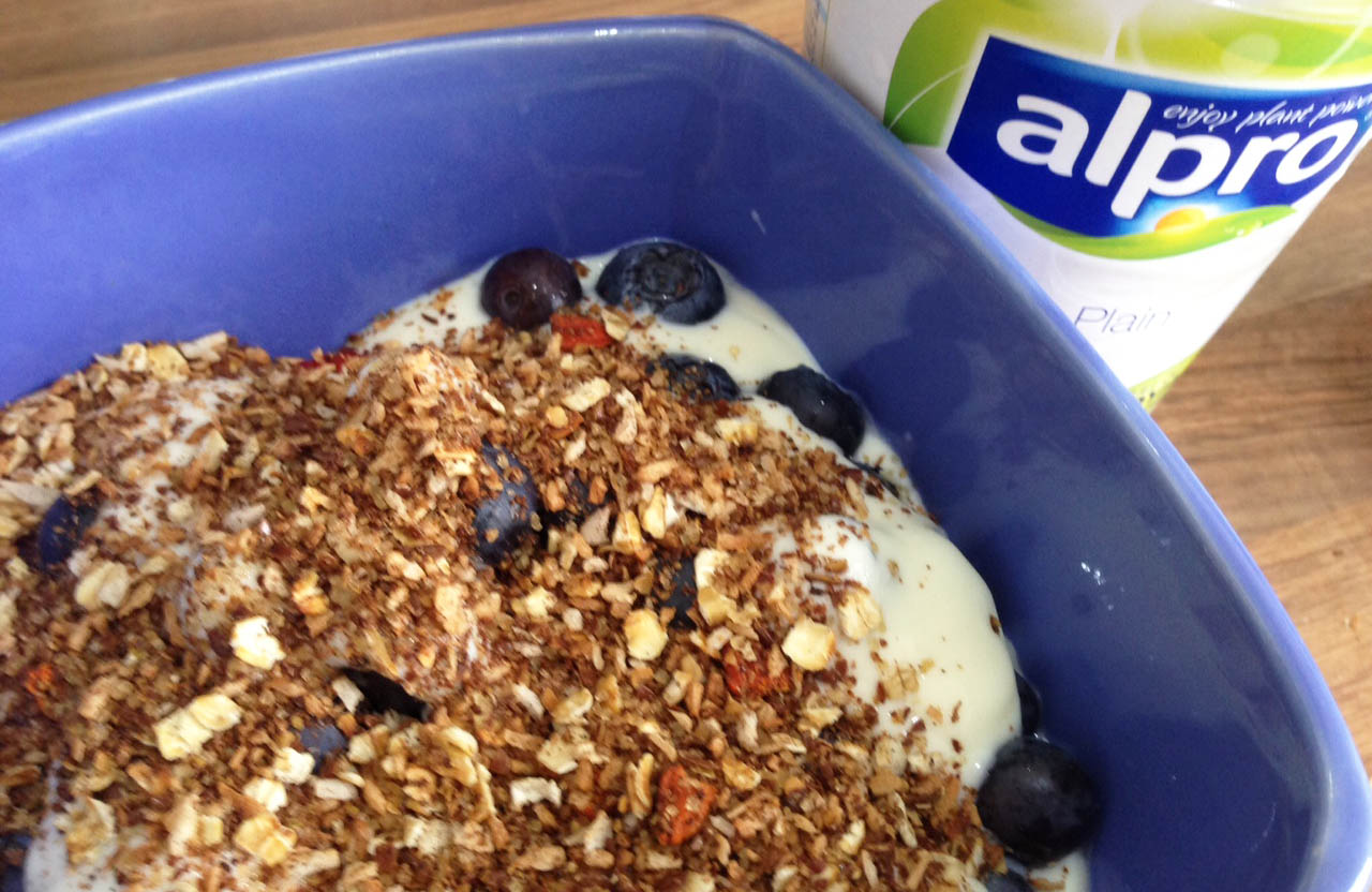 Homemade granola berry and yoghurt - Pikalily Food Blog
