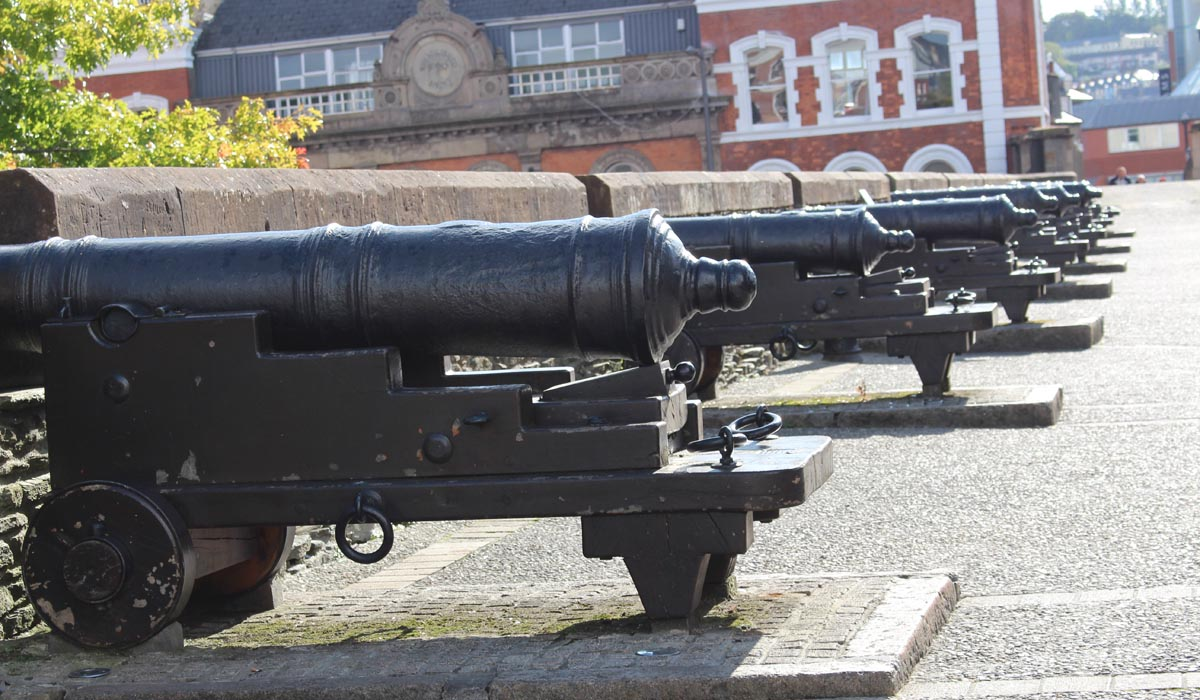 Derry walls and cannons - Pikalily Travel Blog