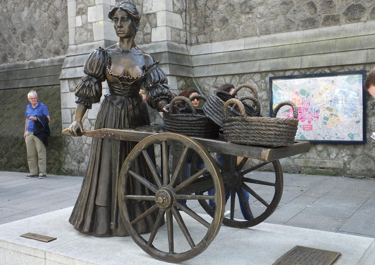 Molly Malone Statue Dublin - Pikalily Food Travel Blog