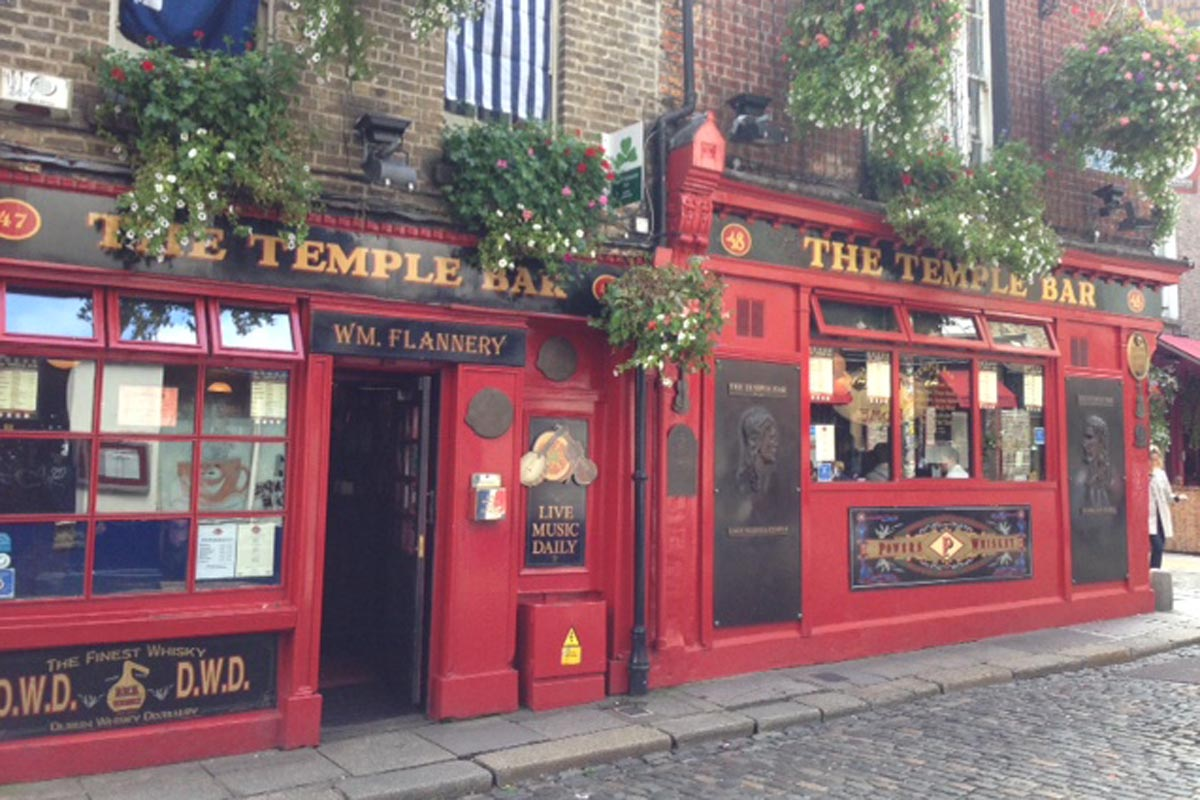 Temple Bar Dublin - Pikalily Food Travel Blog