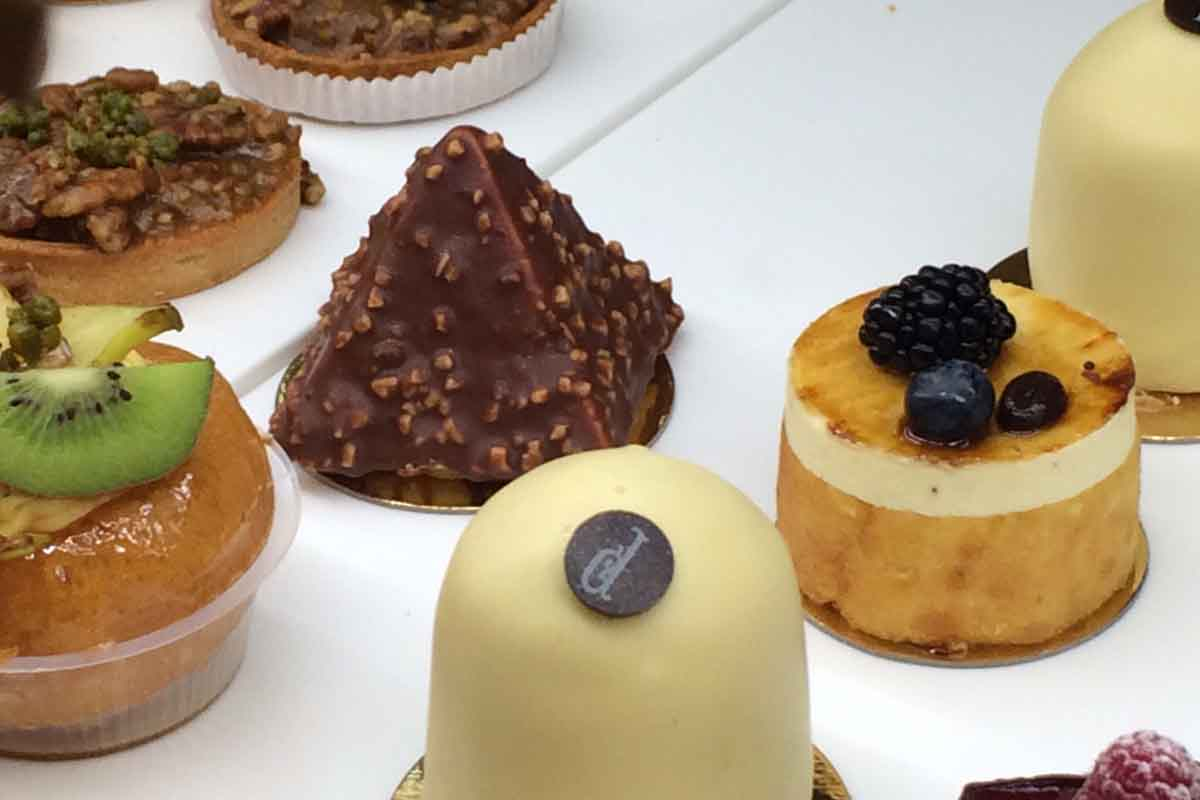 Pastry Shop Champs Elysee - Pikalily Food Travel