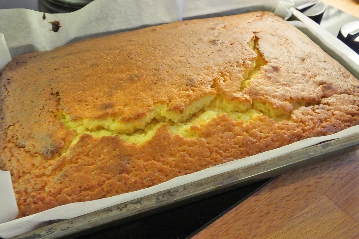 Baking lime passion fruit drizzle cake - Pikalily food blog