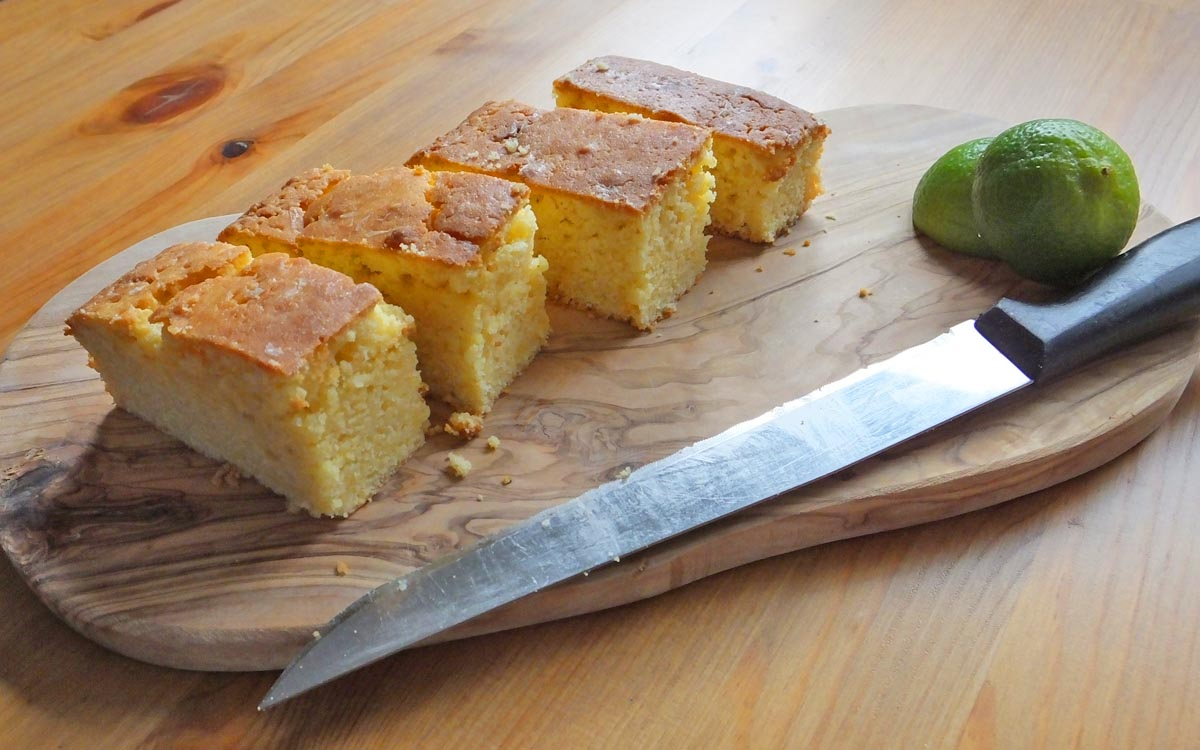 Natvia lime and passion fruit drizzle cake - Pikalily food blog