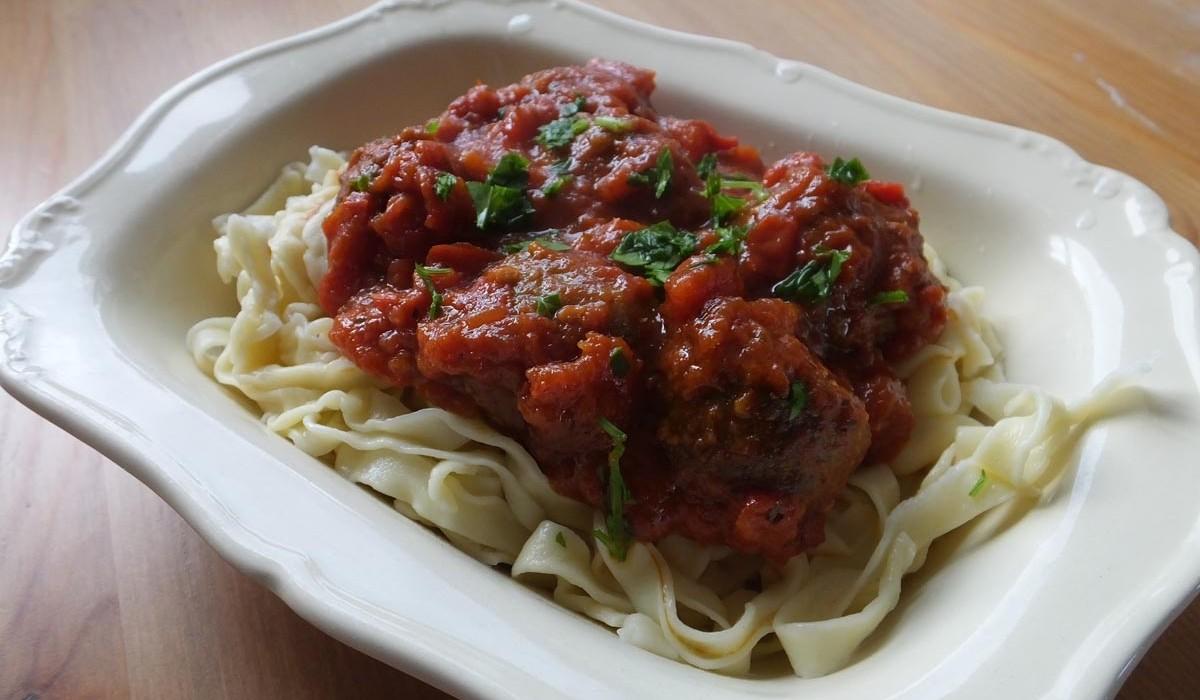 Homemade tagliatelle and tomato meatballs