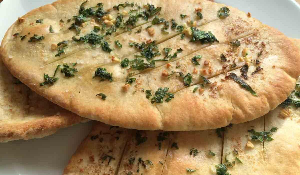 Quick and easy garlic pitta bread
