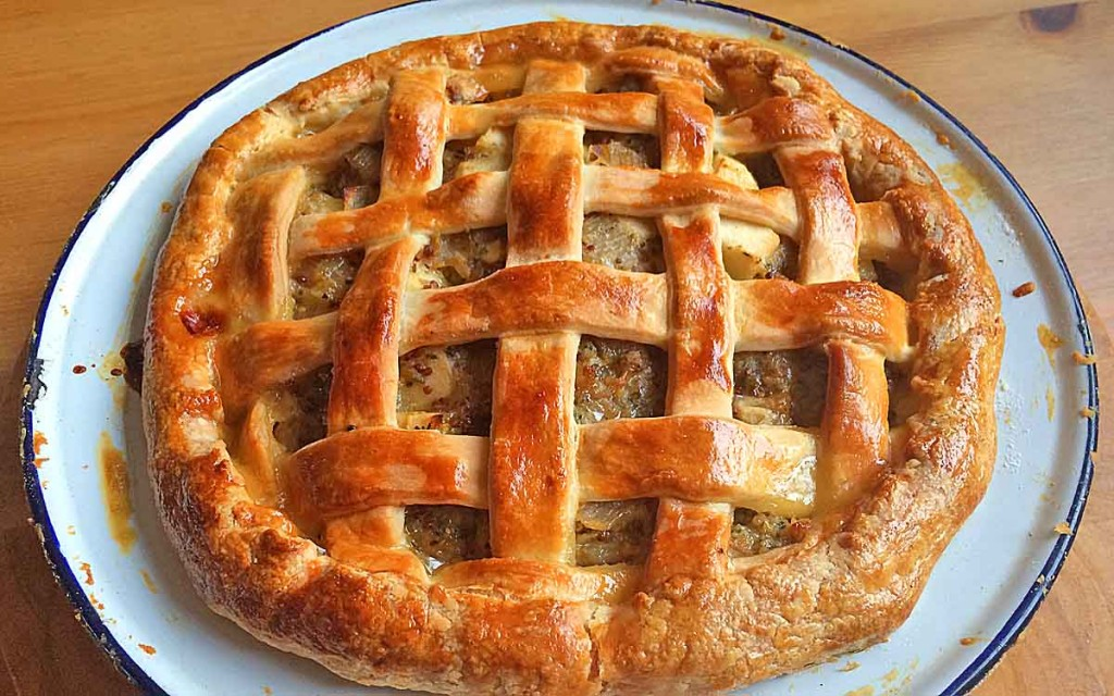 Sausage apple onion lattice pie recipe - Pikalily food blog