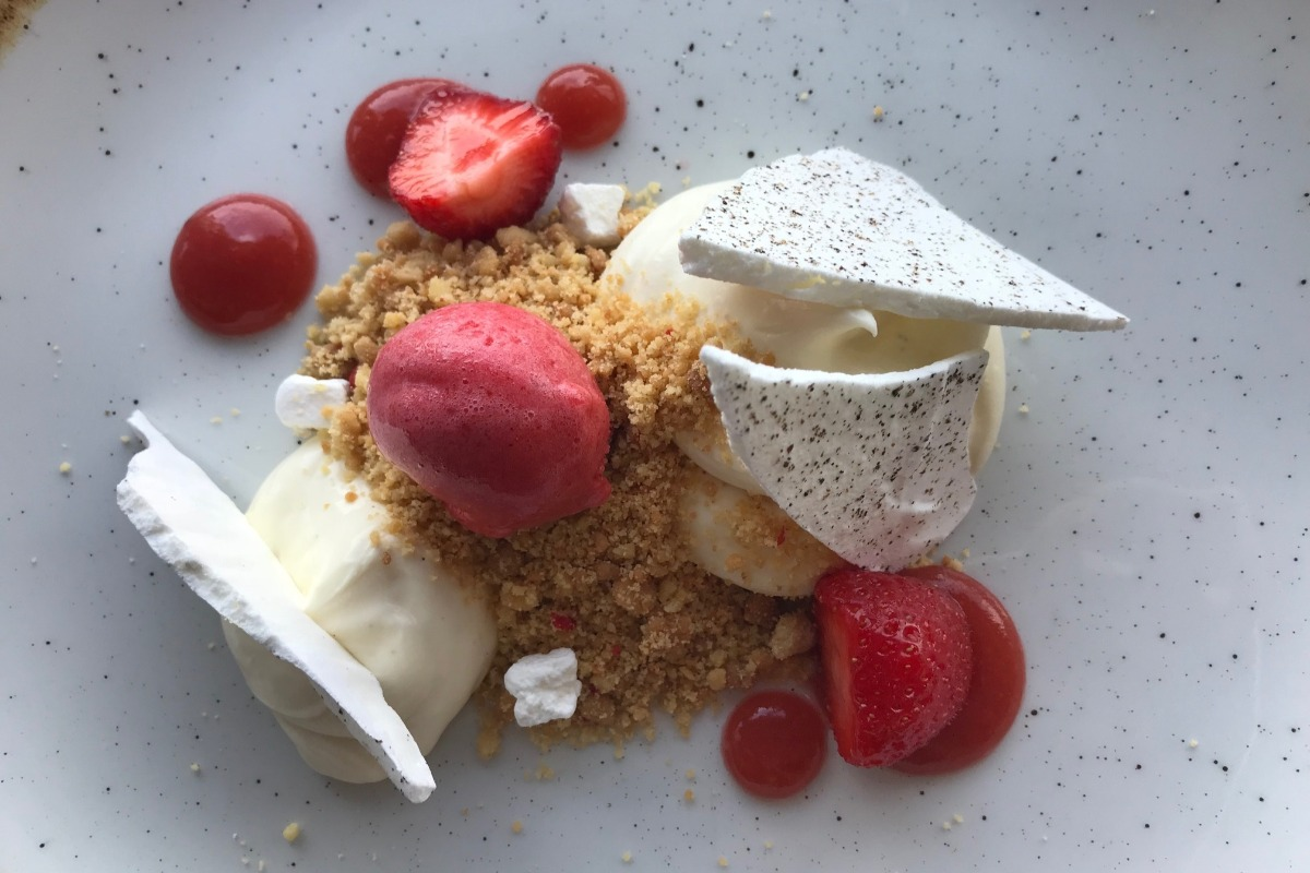 Strawberry Cheesecake Dessert - Edge Restaurant Review - Pikalily Blog