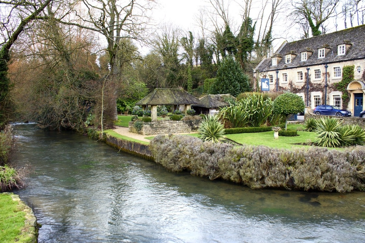 Visiting Cotswolds - River Avon - Pikalily Blog
